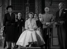 """Audrey Hepburn in an Edith Head dress in the movie """"Roman Holiday. Hollywood Scenes, Hollywood Fashion, Classic Hollywood, Old Hollywood, Film Fashion, Fashion Kids, Gregory Peck, Audrey Hepburn Roman Holiday, Roman Dress"""