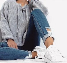 Causal Jeans, Sweater and pumps for a simple style but very fashionable. 53 Affordable Outfits That Look Fantastic – Causal Jeans, Sweater and pumps for a simple style but very fashionable. Mode Outfits, Casual Outfits, Fashion Outfits, Fall Winter Outfits, Autumn Winter Fashion, Mode Ootd, Looks Street Style, School Looks, Inspiration Mode