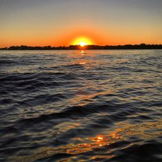 iPhone 6sunset. #lakeminnetonka #minnesota #mn #exploremn #nature #fall #autumn #sunset #mnlakelife #lakelife #lake #minnetonka #tonka #waves #sun #water #orono #oronomn #falltime #iphone6s