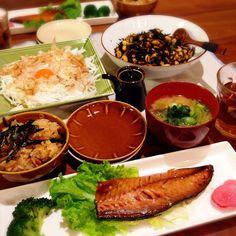 炊き込みご飯❁鯖の味醂干し❁野菜たっぷりお味噌汁❁ひじきと大豆の和え物❁新玉ねぎの黄身サラダ