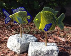 Fused Glass Fish with granite stands. By flutterbybutterfly.etsy.com Fused Glass, Granite, Glass Art, Mosaic, My Arts, Fish, Hot, Granite Counters, Jar Art