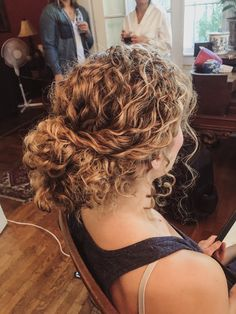 Short Natural Curly Hair, Curly Hair Tips, Curly Hair Styles, Natural Hair Styles, Natural Updo, Curly Hair Updo Wedding, Bridesmaid Hair Curly, Updo Curly, Updo Hairstyle