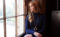 Jennifer Lawrence Dark Blue Dress Big Necklace - HD Wallpapers - Free Wallpapers - Desktop Backgrounds