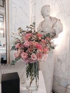 #compositionbuffet #bouquet #wedding #mariage #pavillondemusique #louvecienne #madameartisanfleuriste www.madame-artisanfleuriste.com
