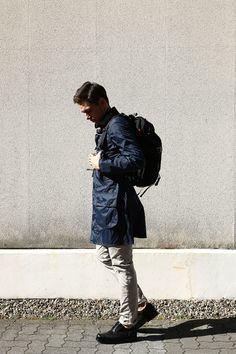 春おすすめのメンズコーディネート。Jacket:Barbour (バブアー) Shirt:INDIVIDUALIZED SHIRTS (インディビジュアライズドシャツ) Pants:INCOTEX (インコテックス) Shoes:HEINRICH DINKELACKER (ハインリッヒディンケラッカー) Bag:DSPTCH (ディスピッチ)。インポートブランドの正規通販なら名古屋メンズセレクトショップのZODIAC。