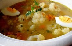 Hace años que hago esta sopa. Me gusta de ella el colorido, su sencillez y lo fácil de digerir. De todas formas yo me reconozco una auténtica enamorada de las sopas, sean del tipo que sean. Esta es una receta original mía, espero que os guste.