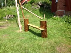 Wooden parkbench. From wood found in the forrest. By Nick Platel