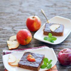 Apfel-Schokoladeschnitten Plastic Cutting Board, Dairy, Apple, Cheese, Fruit, Kitchen, Food, Apple Recipes, Molten Chocolate