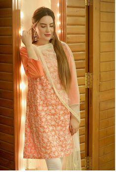 Simple Pakistani Dresses, Pakistani Dress Design, Indian Dresses, Pakistani Fashion Party Wear, Pakistani Outfits, Fancy Kurti, Designs For Dresses, Stylish Girl Images, Famous Models