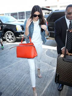 The bag! 19 Times Kendall Jenner's Outfit Totally Killed It via Kendall Jenner Outfits, Kendall And Kylie Jenner, All White Outfit, White Outfits, Work Outfits, Outfits Blanco, Orange Handbag, Orange Purse, Vogue