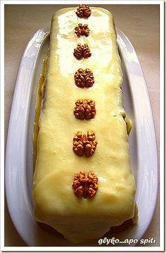Ζουμερή καρυδόπιτα με νόστιμη κρέμα βανίλιας. Κόλαση; ΚΟΛΑΣΗ!!!!! Υλικά 6 αβγά 1 κούπα ζάχαρη 1 κούπα φρυγανιά τριμμένη 1 1/2 κουταλάκι ba...