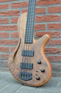 Fretless 4 string bass
