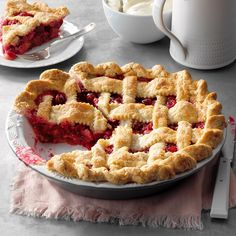 Forget the pumpkin—cranberry pie is the dessert you should make this fall. The tart-sweet filling and a flaky crust make this pie a keeper. Homemade Apple Pies, Apple Pie Recipes, Baking Recipes, Dessert Recipes, Pastry Recipes, Pumpkin Recipes, Cranberry Pie, Cranberry Recipes, Easy Royal Icing Recipe