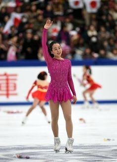 演技を終えて観客にあいさつする浅田 (800×1108) http://www.nikkansports.com/sports/figure/asada-mao/photo/article/1572180.html