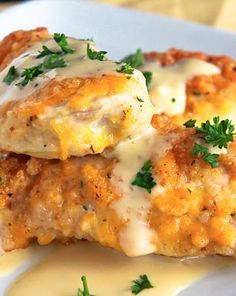 Crispy Cheddar Chicken Cheese, cheese, and more cheese! That's the secret behind this yummy-town recipe for cheesy baked chicken. Prepare thyself. This recipe is gooooood. Cheesy Baked Chicken, Crispy Cheddar Chicken, Breaded Chicken, Parm Chicken, Coconut Chicken, I Love Food, Good Food, Yummy Food, Great Recipes