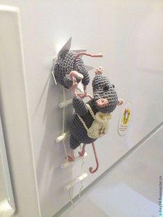 """Магнит на холодильник """" Мышки-воришки"""" - кухня,вязаная игрушка,крыса,подарок"""