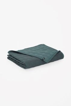 COS image 1 of HAY Mega dot bedspread in Green Ideal Home Magazine, House And Home Magazine, Gray Home Offices, Interior Blogs, Picnic Blanket, Outdoor Blanket, Ikea Pax Wardrobe, Latest Clothes For Men, Colorful Quilts