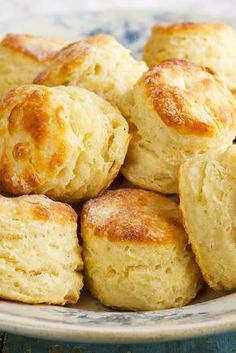 Baking Powder Biscuits (let biscuit dough rest 30 minutes after mixing and before shaping so the dough can absorb the liquid for easier handling. just like pasta dough) - King Arthur Flour. The flour makes all the difference in a biscuit recipe. Baking Powder Biscuits, Buttermilk Biscuits, Blueberry Biscuits, Almond Flour Biscuits, Yeast Biscuits, Baking Powder Recipe, Biscuits And Gravy, Bread Recipes, Cooking Recipes