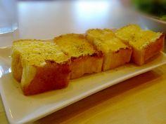 garlic bread Garlic Bread, Cornbread, Food And Drink, Ethnic Recipes, Millet Bread, Corn Bread