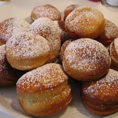 Find top-rated recipes for cake doughnuts, yeast-raised donuts, crullers, and fritters. Check out our best glazed, jelly and powdered donuts! Powdered Donuts, Cinnamon Sugar Donuts, Raised Donuts, My Favorite Food, Favorite Recipes, Sweet Dough, Doughnut Cake, Breakfast Pastries, Bread Machine Recipes