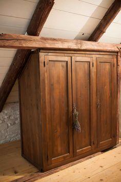 Perfect fit #stablesroom #chimneyroom #transylvanianromance #details #lavander @Cincsor.Transylvania.Guesthouses Lavander, Stables, Perfect Fit, Room, Furniture, Home Decor, Bedroom, Decoration Home, Horse Stables
