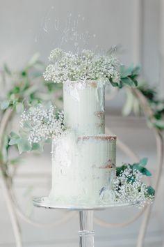 Ein wahrer Pastelltraum, den Wedding Designerin Anna von Kiss from Fleur und die Fotografin Bina Terré da gezaubert haben. Reduziert auf die wunderschöne Farbe Mint wurde eine natürliche, leichte H…