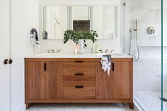 If you're planning a bathroom remodel, it's important to pick the right bathroom vanity height. The average height for bathroom vanity countertops ranges from 30 to 36 inches. That might not sound like a lot, but a few inches can make a big difference.