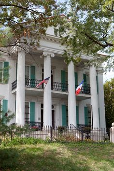 Resplendent with Victorian charm, the opulent Chatillon-DeMenil mansion proudly… Southern Plantation Homes, Southern Mansions, Southern Plantations, Southern Homes, Southern Style, Plantation Houses, Southern Charm, Greek Revival Architecture, Southern Architecture