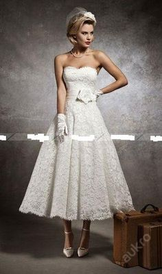 short lace wedding dress, would love some pockets!