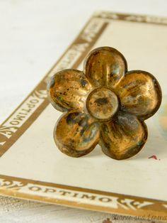 Upcycled flower ring / upcycled vintage / daisy ring / vintage flower ring / adjustable ring / flower child / upcycled jewelry / boho ring by EleanorandLorena on Etsy