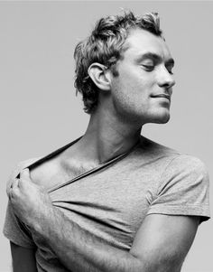 Jude Law....mmmm let me help u with that t-shirt ;)
