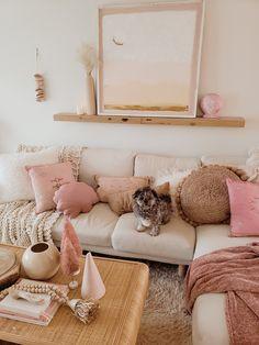 Living Room Decor, Bedroom Decor, Living Rooms, Beachy Room, Relaxation Room, Workspace Design, Sofa Design, Home Decor Inspiration, My Room