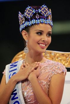 Miss Philippines Megan Young crowned as Miss World in heavily-guarded annual event in Bali. (via New York Daily News) Filipina Beauty Megan Young, Miss Philippines, Miss World 2013, Miss Monde, Indiana, World Winner, Amitabha Buddha, Filipina Beauty, Beauty Pageant