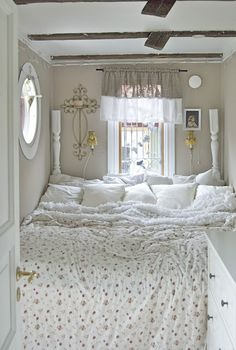An oversize bed oversize bed is made up of three side by for Big bed small room