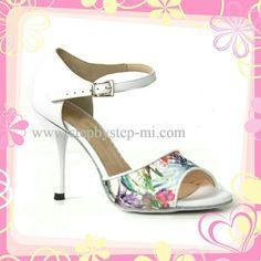 Sandalo in pelle bianca e tessuto floreale #stepbystep #sandal #sandals #salsa #bachata #scarpedaballo #danceshoes