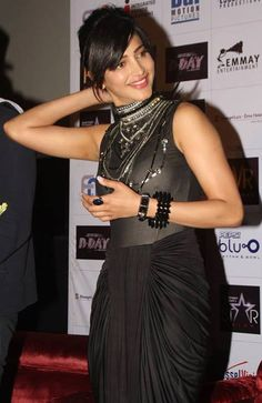 Beautiful and gorgeous bollywood actress: Most sexy hot unseen pics of SHRUTI HASSAN Indian Bollywood Actress, South Indian Actress, Beautiful Indian Actress, Bollywood Fashion, Indian Actresses, Bollywood Stars, Cute Celebrities, Indian Celebrities, Bollywood Celebrities