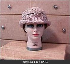 Sassy A Hat: Dot Matthews (bythehook) - Free Original Patterns - Crochetville Crochet Adult Hat, Crochet Hat With Brim, Love Crochet, Knit Or Crochet, Crochet Crafts, Crochet Projects, Knitted Hats, Wrist Warmers, Crochet Accessories