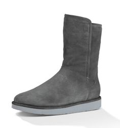 Ugg Abree Short Classic Luxe Ugg Boots Cheap, Uggs For Cheap, New York Fashion, Teen Fashion, Fashion Tips, Fashion Trends, Winter Outfits, Casual Outfits, Ugg Australia