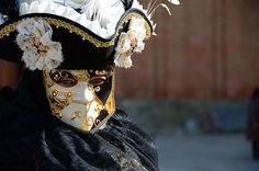 https://flic.kr/p/kWsrbP | Venice Carnival 2014 - Carnevale di Venezia 2014 | Giovedì e Venerdì grasso nella splendide cornice dei canali di Venezia con le sue magnifiche maschere