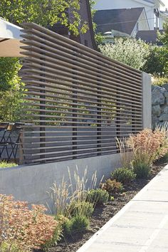 102 Marvelous Modern Front Yard Privacy Fences Ideas - Page 30 of 104 Privacy Fence Designs, Privacy Landscaping, Backyard Privacy, Privacy Fences, Backyard Fences, Garden Fencing, Modern Landscaping, Landscaping Ideas, Garden Privacy