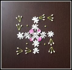 Sanskar Bharti Rangoli Designs, Colorful Rangoli Designs, Rangoli Designs Diwali, Beautiful Rangoli Designs, Simple Rangoli, Housewarming Decorations, Diwali Decorations, Festival Decorations, Flower Decorations