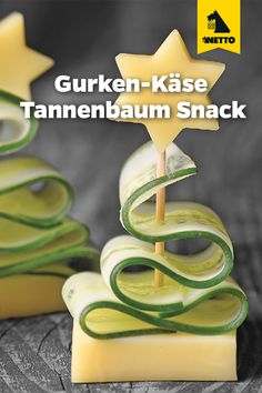 Frische Gurke gepaart mit cremigem Premieur Käse als weihnachtliches Fingerfood. You are in the right place about camping Snacks Here we offer you the most b Party Finger Foods, Snacks Für Party, Appetizers For Party, Holiday Snacks, Yummy Snacks, Snack Recipes, Christmas Finger Foods, Camping Snacks, Cheese Snacks
