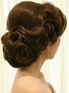 vintage hairstyles Curled - 18 Ideas Hairstyles Updo Vintage Curls For 2019 Vintage Hairstyles, Up Hairstyles, Bridal Hairstyles, Hairstyle Ideas, Retro Wedding Hairstyles, Updos Hairstyle, African Hairstyles, Celebrity Hairstyles, Hair Ideas