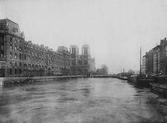 LA SEINE EN CRUE EN JANVIER 1910 Un cliché réalisé à la hauteur du petit pont.