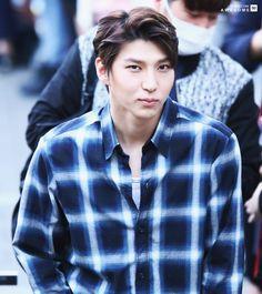 AWESOME ٩(ˊᗜˋ*)و (@AWESOME_V90)   Twitter - 160415 - Leo - Taekwoon - do not edit