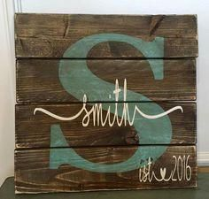 Wood Pallets Personalized Pallet Style Wood Sign x - x Wood Sign Pallet Painting, Pallet Art, Diy Pallet Projects, Craft Projects, Monogram Painting, Palette Deco, Lettering, Diy Holz, Wooden Pallets