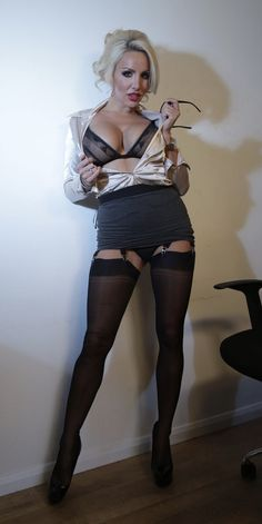 Sexy Older Women, Sexy Women, Cr7 Football, Seductive Pose, What Lies Beneath, Sexy Stockings, Sweet Girls, Sexy Lingerie, Britain