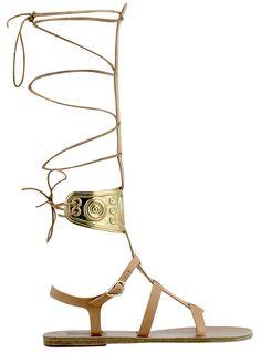 Ancient Greek Sandals x Ilías Lalaoúnis  Sandales montantes en cuir et détails métals, 535 euros.