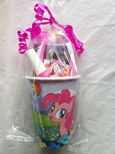 Prefilled party cups perfect for any occasion My Little Pony Birthday Party, 6th Birthday Parties, 7th Birthday, Birthday Ideas, Kid Party Favors, Party Cups, Anniversaire My Little Pony, Cumple My Little Pony, Rainbow Dash Party