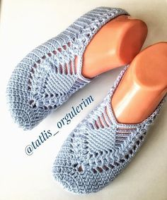 Best 12 Cute Summer Slippers Crochet F Filet Crochet, Crochet Stitches, Knit Crochet, Baby Knitting Patterns, Crochet Patterns, Crochet Slipper Pattern, Shoe Pattern, Knitted Slippers, Crochet Basics